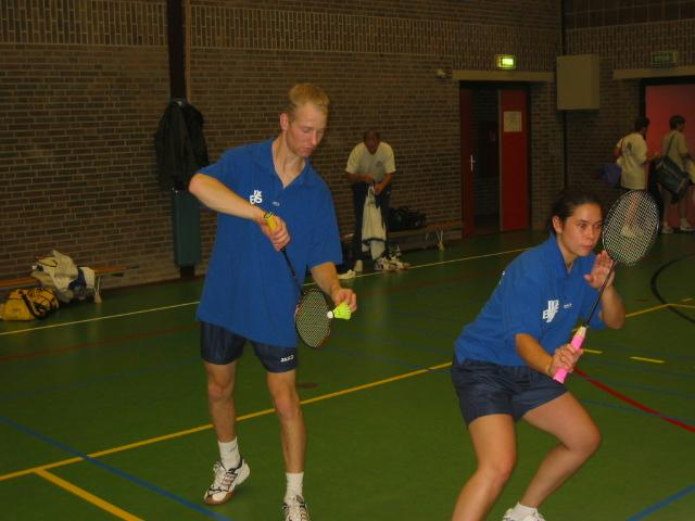 Badmintonners blijven aan kop